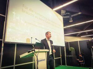Sebastian Stute bei seinem Vortrag auf der Kommunalen 2017: Digitalisierung ohne Baustellen.